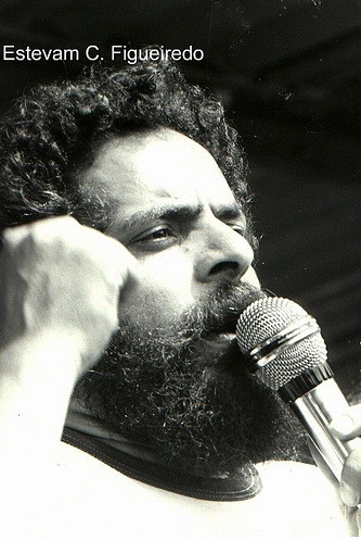 Lula, leading a strike in 1980. Photo by Estevam Cesar, used with permission.