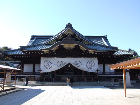 yasukuni_jinja-small.JPG