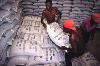 Barco con mercancía de arroz en Haití. Fotografía de Giusepe Bizarri para el PMA de las naciones unidas