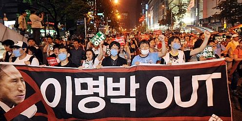 Lee Myung Bak OUT from a candlelight vigil