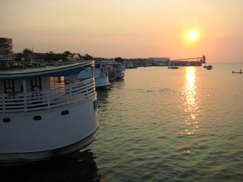 Vista do porto de Santarém e o Rio Tapajós. Foto de Deborah Icamiaba.