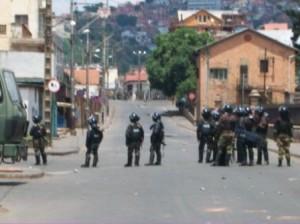 Patrols in the streets (via http://ariniaina.wordpress.com/)
