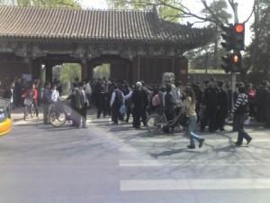 Proteste all'ingresso occidentale dell'Università di Pechino