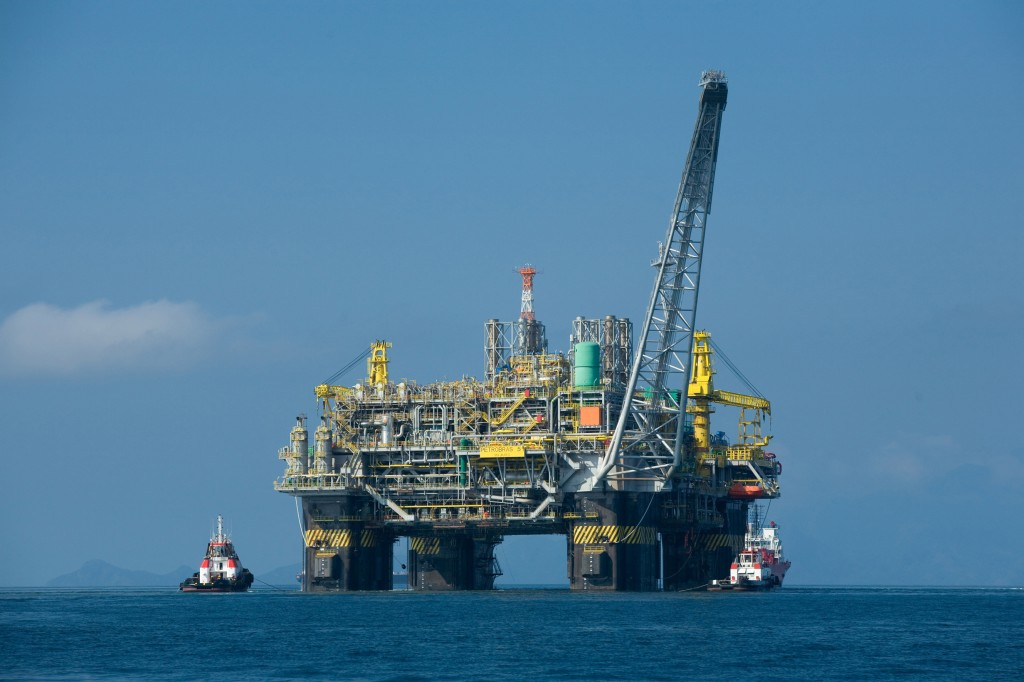 In January of 2009, the first oil platform 100% made in Brazil went on stream in Rio de Janeiro coast. According to the Government it will be capable of producing 180,000 barrels of oil and 6 million cubic meters of natural gas per day, when operating in its full capacity.Photo: Petrobras/ABr