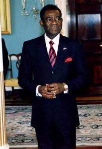 Teodoro Obiang est le président du riche état pétrolier quest la Guinée Equatoriale depuis 30 ans. Son luxueux appartement ainsi que sa collection de voitures sont supposés avoir été acquis grâce à des fonds détournés.