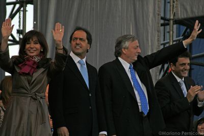 Photo of the closure of the Kirchner campaign by Mariano Pernicone and used under a Creative Commons license: http://www.flickr.com/photos/pernicleto/3663297215/