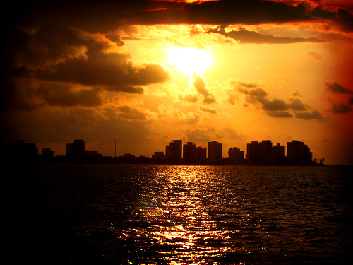 Bahia de Caraquez's sunset - Manabi/Ecuador - Photo used under Creative Commons license by http://www.flickr.com/photos/jorgeloor/