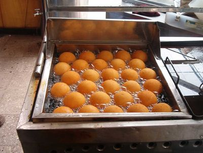Photo of frying buñuelos in Colombia by Cirofono and used under a Creative Commons license: http://www.flickr.com/photos/ciroduran/83584367/