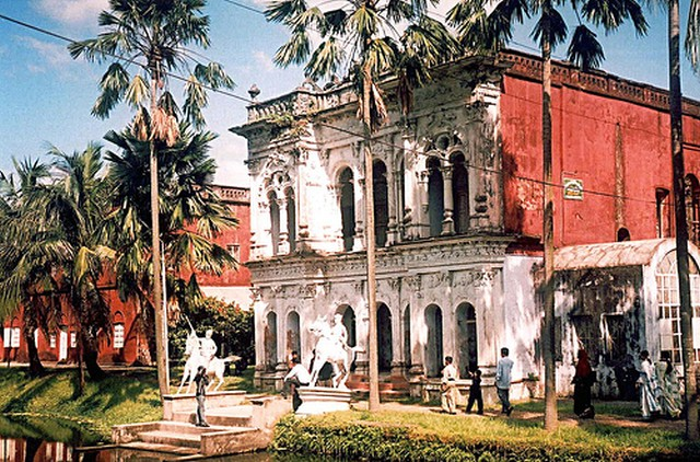 Sonargaon, old capital of Bengal. Image by Flickr user Shubho Salateen (http://www.flickr.com/photos/shubho/242268273/) used under a Creative Commons license