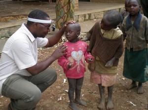 Dr. Kalua examines Malawian kids. Photo: Vision2020 IAPB