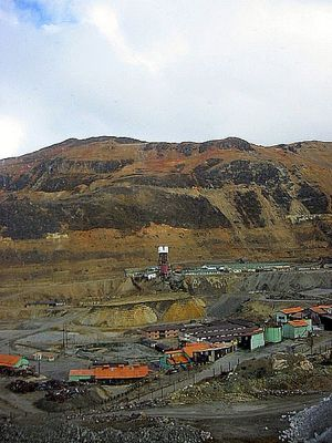 Mining town near La Oroya taken by Matthew Burpee and used under a Creative Commons license.