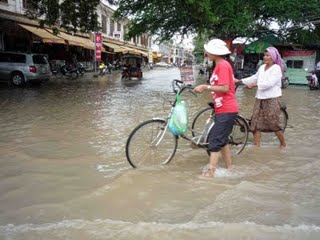 Flooding in Siem Reap, Cambodia. Photo from blog of Cambodia Calling