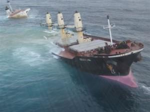 Ship wreck via http://mialisenfout.hautetfort.com