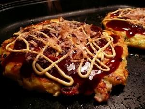 Okonomiyaki, by Flickr id: Yohei Yamashita