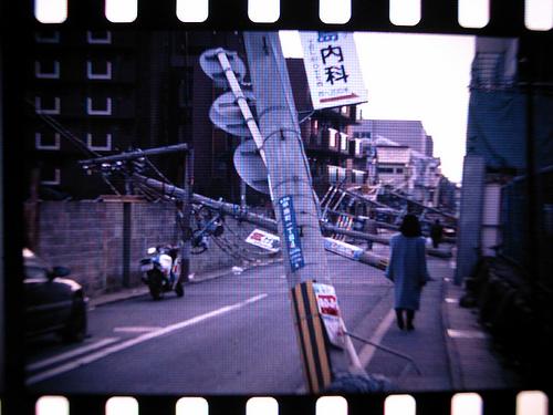 阪神大地震。Flickr使用者mah_japan提供。