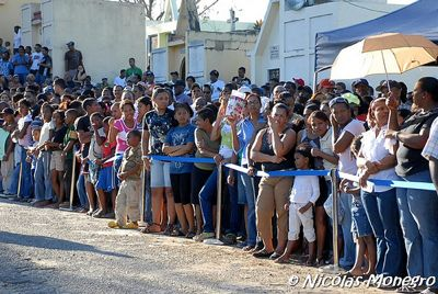 Photo of spectators to pay their final respects to Martí. Photo by Nicolas Monegro and used with permission.