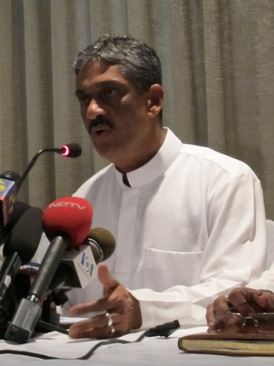 General Sarath Fonseka in a press conference. Image from Flickr by Indi.ca - used under a Creative Commons License