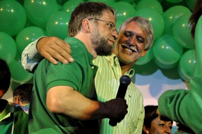 Antanas Mockus (left) and Enrique Peñalosa at the Green party celebrations.  Photo used with permission by WiKi Ciudadana - Citizen Journalism on the Web