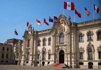 Le palais du gouvernement péruvien. Photo de martintoy sous license Creative Commons.