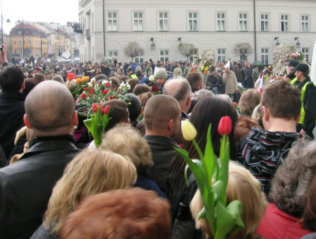 In front of the Presidential Palace, Warsaw, photo by Maria Seidel