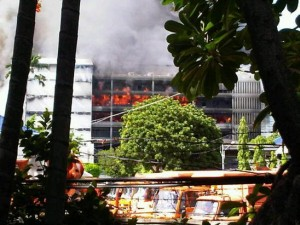 Incendio a Bangkok. Foto di Abhinew