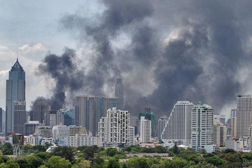 Bangkok in fiamme. Foto di BKKApologist
