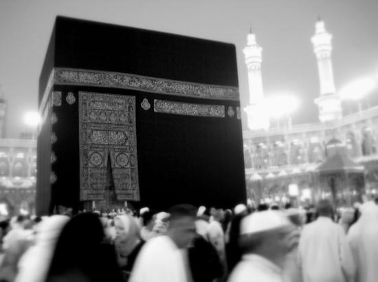 Tawaaf (rondgang) rond de Kaäba - een ritueel tijdens de bedevaart naar Mekka. Foto van Omar Chatriwala op Flickr