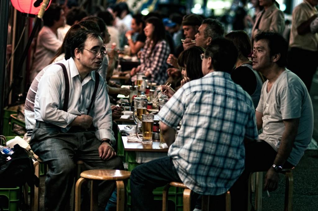 Een avondje drinken. Foto van jamesjustin, CC-licentie.