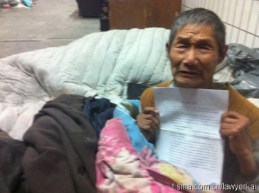 Uomo cinese intervistato da Zhang Kai