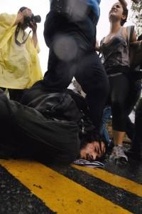 La polizia arresta alcuni studenti in sciopero