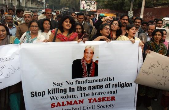 Activisten van Civil Society demonstreren in Hyderabad, provincie Sindh, Pakistan, tegen de moord op gouverneur Salman Taseer van Punjab. Foto van Yasir Rajpot. Copyright Demotix.