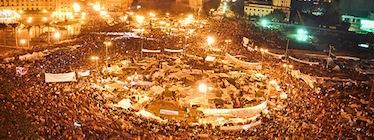 タヒール広場に集う抗議者たち(カイロ、エジプト)Flickr: Jonathan Rashad (CC BY 2.0)