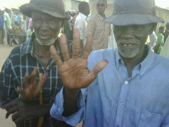 70-jarige kiezers in Zuid-Soedan. Foto van David McKenzie.
