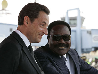 Former Gabon President Omar Bongo with French President Nicholas Sarkozy. Still from the documentary 'Francafrique' (2010), directed by Patrick Benquet.