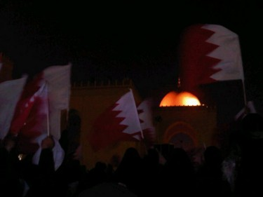 People gathering at Al-Fateh Mosque before Isha prayers, and waving Bahraini flags