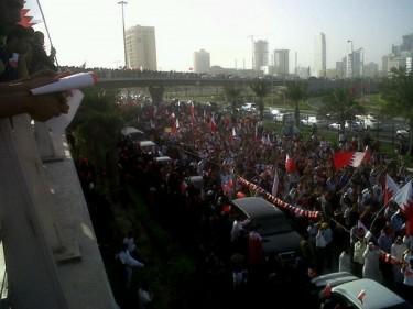 Demonstrators marching towards Pearl Roundabout