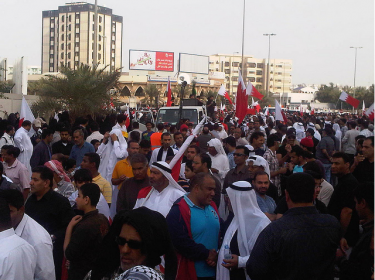 Martyrs' March from Salmaniya towards Pearl Roundabout courtesy of Redha Haji's Flickr