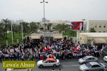 Protesters block the entrance of the National Council buildings in Manama. Image courtesy of Bahrain Online