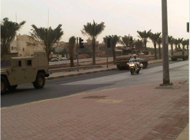 Army vehicles in Riffa heading towards the Bahraini capital Manama. Image by @ahmed289.