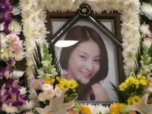 Ja-yeon Jang's funeral. Still from video posted by Youtube user  BAKANEKO99.