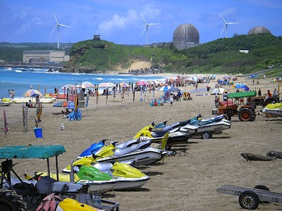 Beach near Kenting nuclear plant, Taiwan. Image by Flickr user impaulsive photography (CC BY 2.0).