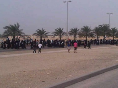 Al-Ahd Al-Zaher Girls Secondary School students marching towards the Ministry of Education in Isa Town