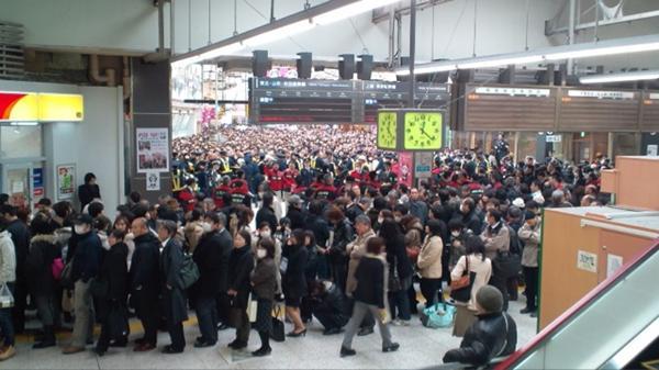 Stazione di Ueno, 12 marzo 2011. Immagine di Plixi, utente Shunsuke Koga.
