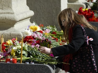 A woman lights a candle in memory of the Belarus bomb victims. Image by Ivan Uralsky, copyright Demotix (12/04/2011).