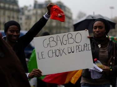 Pro-Gbagbo protests in Paris, France, March 26, 2011. Image by Flickr user anw.fr (CC BY-NC-SA 2.0).