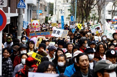 Anti nuclear power protests in Kouenji, Japan. Image by Flickr user SandoCap (CC BY-NC 2.0).