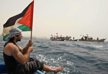 Vittorio Arrigoni holding a Palestinian flag