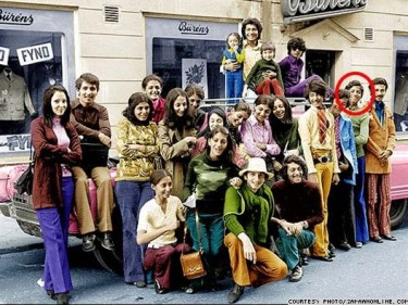 Several bloggers such as Azarkhan published Osama's photo (above) with his family in Sweden in 1971.