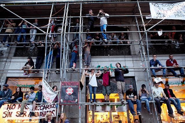 المحتجون في مدريد، إسبانيا. تصوير خوليو الباران متاحة تحت رخصة المشاع الإبداعي
