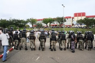 Army facing demonstrators in front of the National Assembly, Libreville. Image copyright Jean-Pierre Rougou.